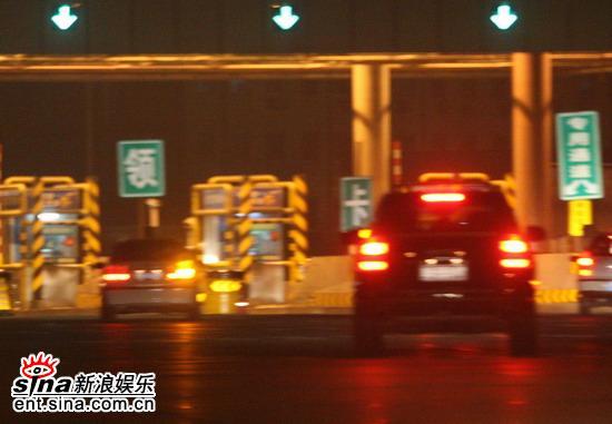 图文:田亮约会秘密情人-田亮上京石高速