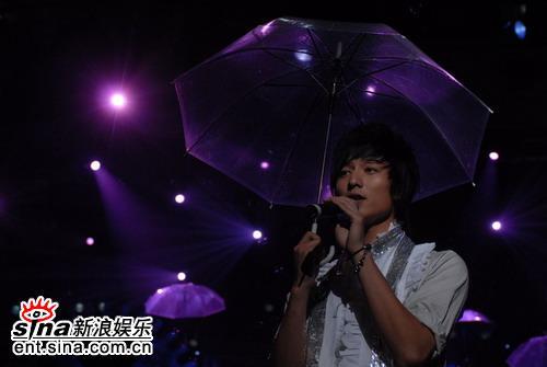图文:好男儿10强--金鑫《雨中幻想》
