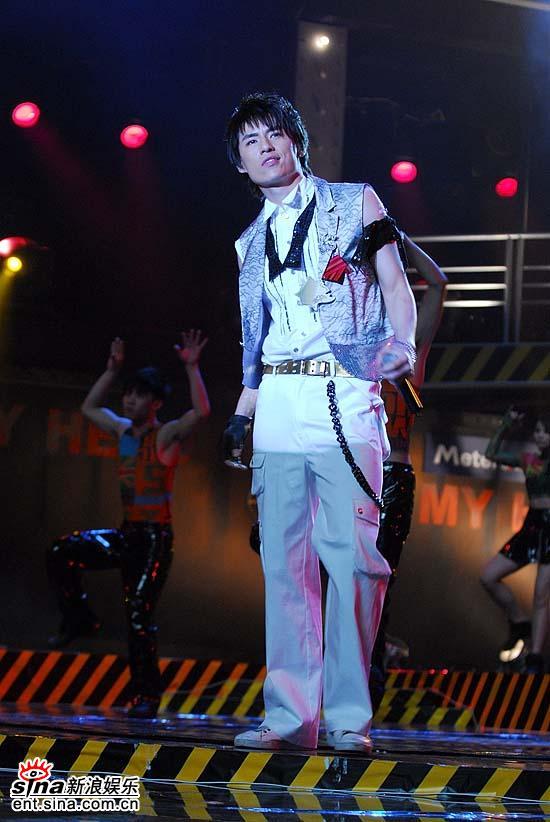图文:加油好男儿上海对杭州-王琼演唱