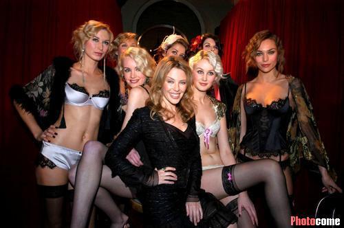 组图:凯莉-米洛引领众模特宣传自创内衣品牌
