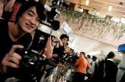组图:辣妹维多利亚抵沪近百名记者机场欢迎