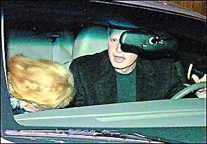 妮可恋情逐步白热化首次被拍到与赫莉旧爱牵手