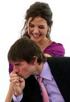 组图:汤姆-克鲁斯和女友马赛宣传新片忘情热吻