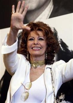 索菲娅-罗兰举办纪念展称每年展品都充满回忆