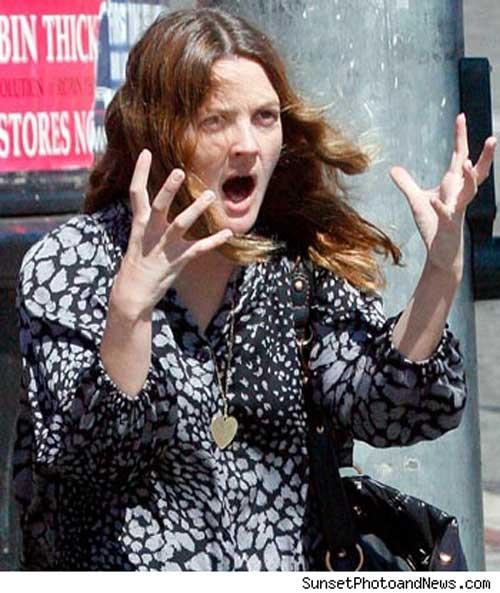 德鲁-巴里摩尔街头暴怒龇牙咧嘴没让粉丝失望