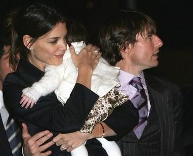 汤姆-克鲁斯准备世纪婚礼凯蒂抱女儿露面(图)