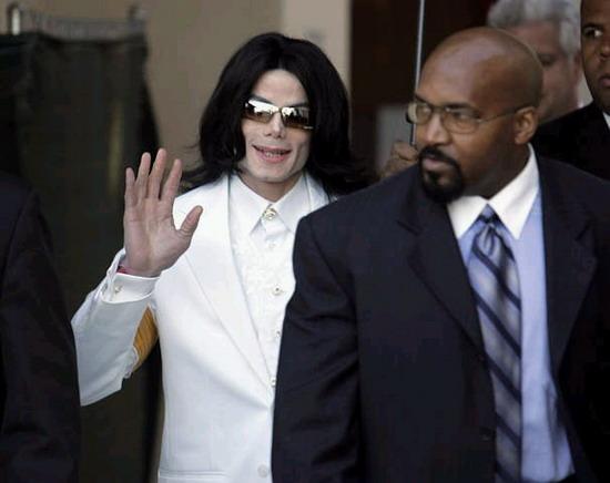 """迈克尔-杰克逊开""""抢钱大会""""歌迷鼓噪抗议"""