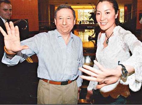 杨紫琼陪未婚夫看赛车谈笑风生很有夫妻相(图)