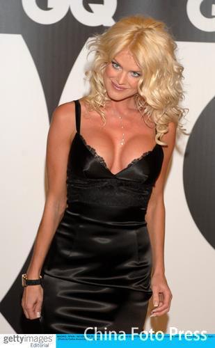组图:维多利亚当选最性感女人颁奖礼秀酥胸