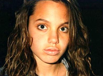组图:安吉丽娜13岁少女照曝光丰厚双唇迷人