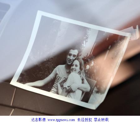 组图:德鲁-巴里摩尔与摇滚歌星男友亲昵照片