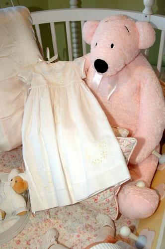 组图:阿汤哥大婚在即爱女苏丽礼服抢先曝光