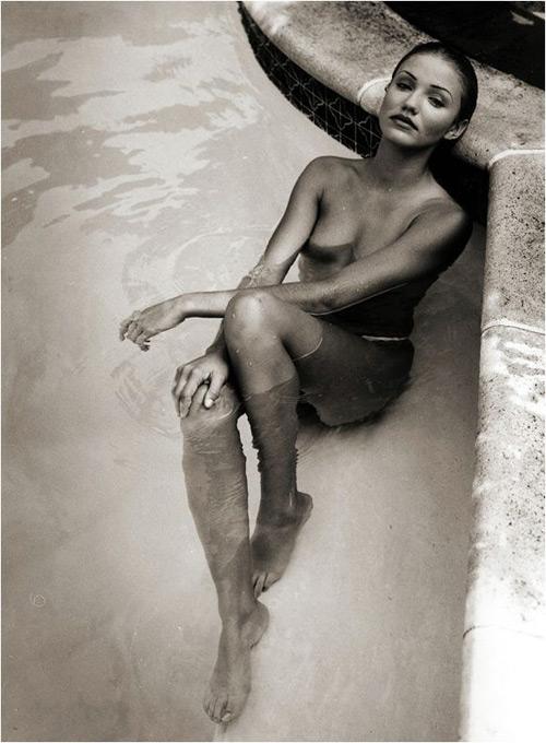组图:卡梅隆-迪亚兹浸水写真裸体与模特相拥