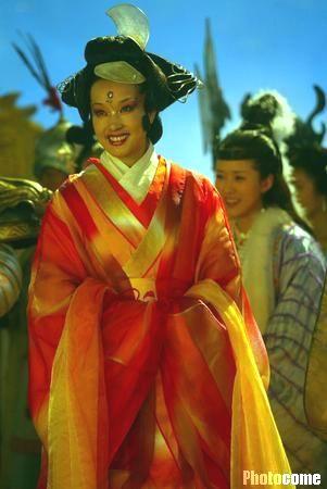 组图:《宝莲灯》剧组探班刘晓庆扮王母娘娘