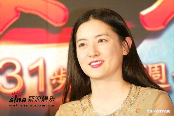 李英爱台北宣传《大长今》被赞皮肤绝佳(组图)