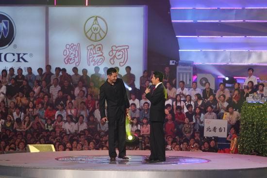 图文:陈建斌获得观众喜爱的电视剧男演员奖(9)