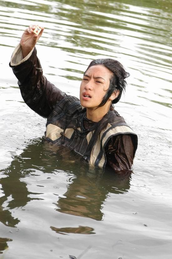 图文:沈建宏《中华小当家》拍跳水戏(4)