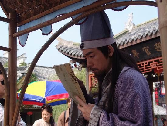 陈小春拍《天下第一媒》感叹做媒人好麻烦(图)