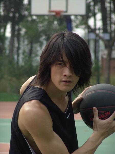 邱泽吴大维张勋杰19日作客新浪谈《篮球部落》