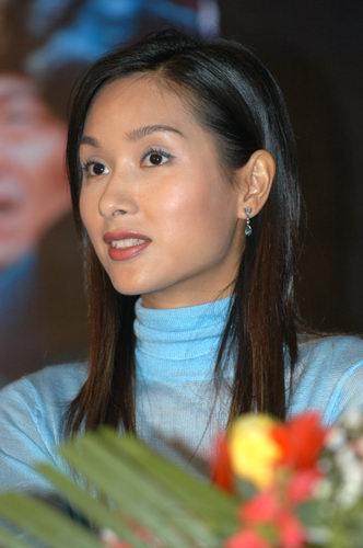 视频:刘晓庆杨恭如亮相《兄弟姐妹》发布会
