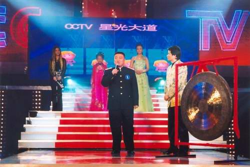 《星光大道》冠军决赛胖王强迎战三美女(组图)