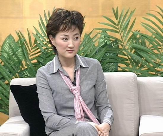 笑星潘长江做客《枫云人物》(组图)