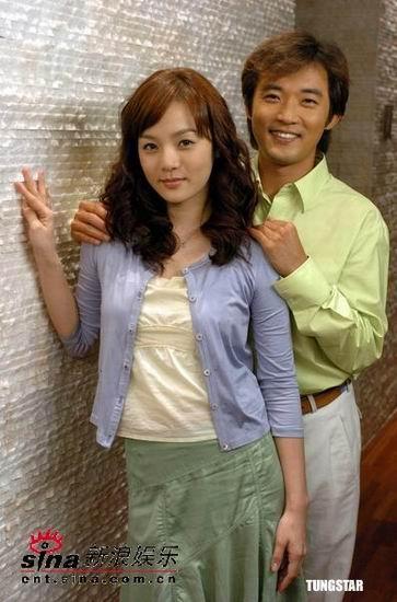 组图:安在旭新剧牵手蔡琳展示暗恋的羞涩眼神
