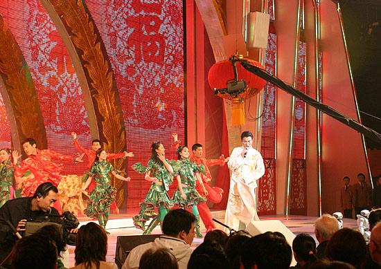 图文:春节晚会首录备播带-刘德华彩排