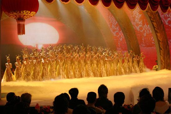 图文:春节晚会首录备播带-宏大舞蹈现面