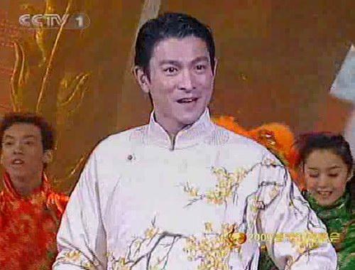 图文:2005年春晚登场-刘德华唱《恭喜发财》