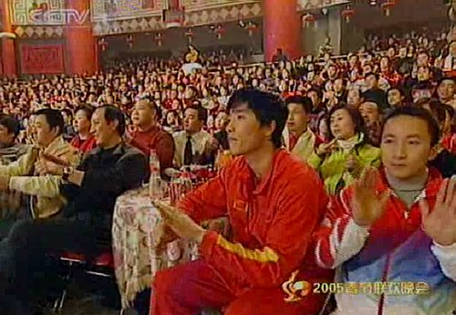 图文:2005年春晚隆重登场-刘翔与石智勇