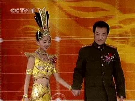 图文:央视元宵晚会揭晓-邰丽华和张继钢