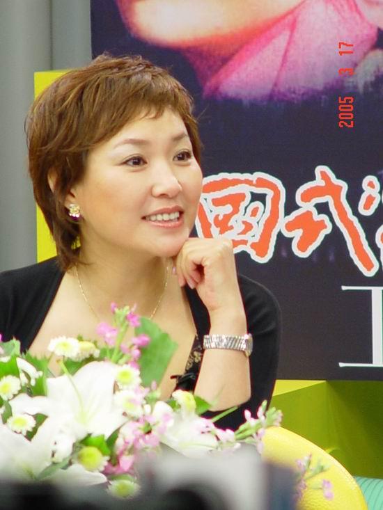 图文:《中国式离婚》卫视首映礼-主持人李静