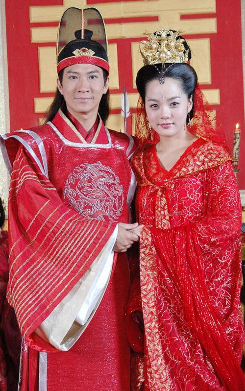 图文:蔡琳张家辉《新醉打金枝》结婚照曝光(3)