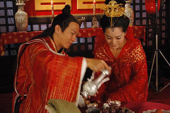 图文:蔡琳张家辉《新醉打金枝》结婚照曝光(7)