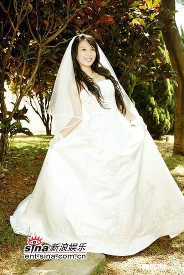 图文:《真命天女》拍毕Hebe着婚纱美若天仙(2)