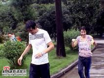 组图:《老鼠爱大米》热拍陈怡蓉李学庆雨中秀