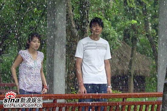 图文:《老鼠爱大米》热拍--凉亭避雨