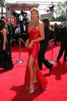 图文:南茜-欧黛尔亮相红地毯秀性感修长美腿