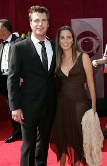 图文:克里斯-奥唐纳和妻子卡罗琳-范翠丝亮相