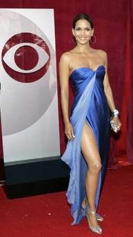 图文:好莱坞女星哈里-贝瑞鱼尾裙亮相红地毯