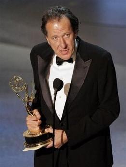 图文:杰弗里获得短剧或电视电影类最佳男主角