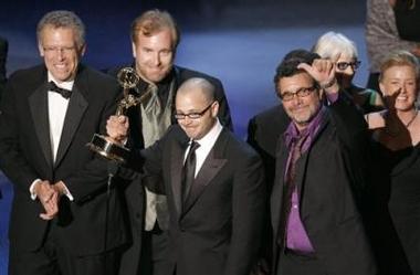 图文:《迷失》获得最佳剧情类剧集主创领奖