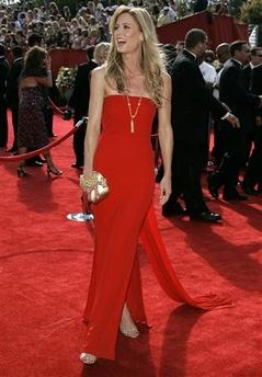 图文:《迷失》女演员马吉-格雷斯亮相红地毯