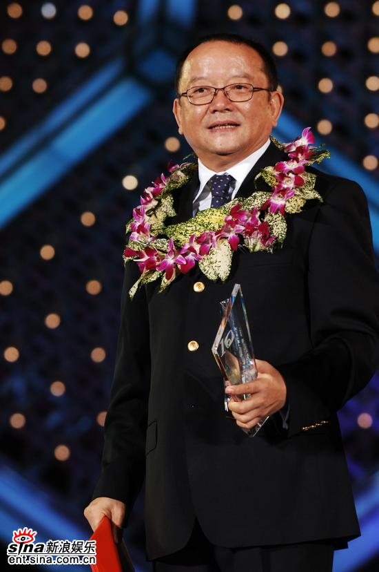 图文:双十佳颁奖典礼--十佳演员王刚