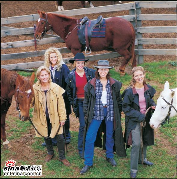 资料图片:澳大利亚电视剧《牧场姐妹》剧照(8)