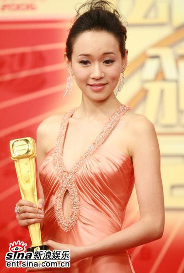 图文:杨思琦获最佳女配角--含泪领奖