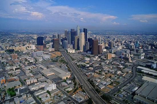 资料图片:北美春晚举办城市美国洛杉矶日景