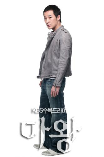 资料:韩剧《魔王》人物姜伍秀--严泰雄饰