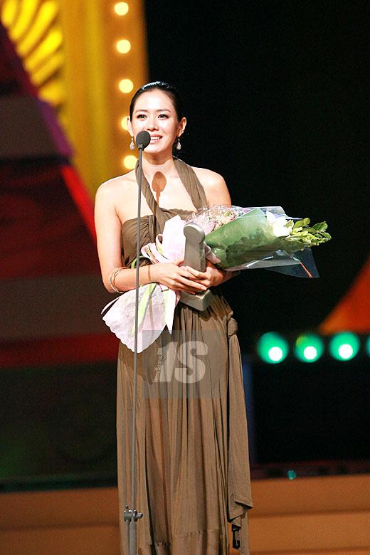 快讯:孙艺珍凭《恋爱时代》获电视最佳女演员
